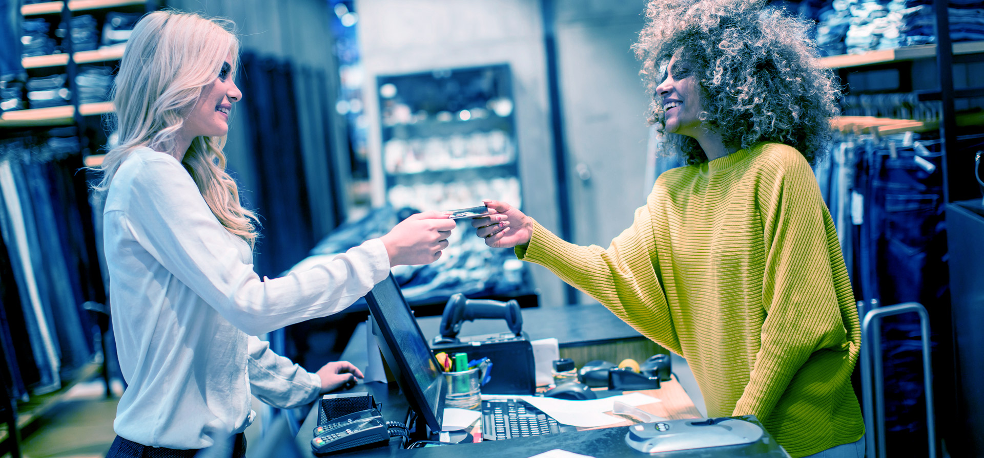 How does Dynamics AX for Retail help retailers create the complete customer experience?